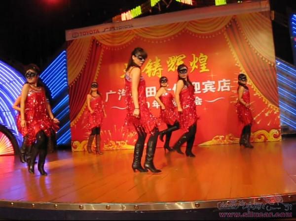 美女激情动感的舞蹈表演